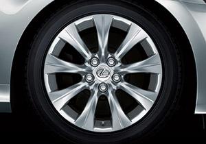 17 9 spoke alloy wheel