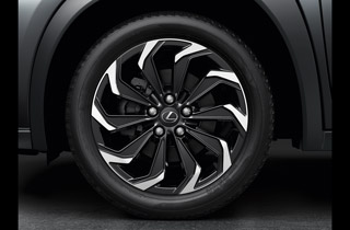 Alloy wheel 18 glossy black machined